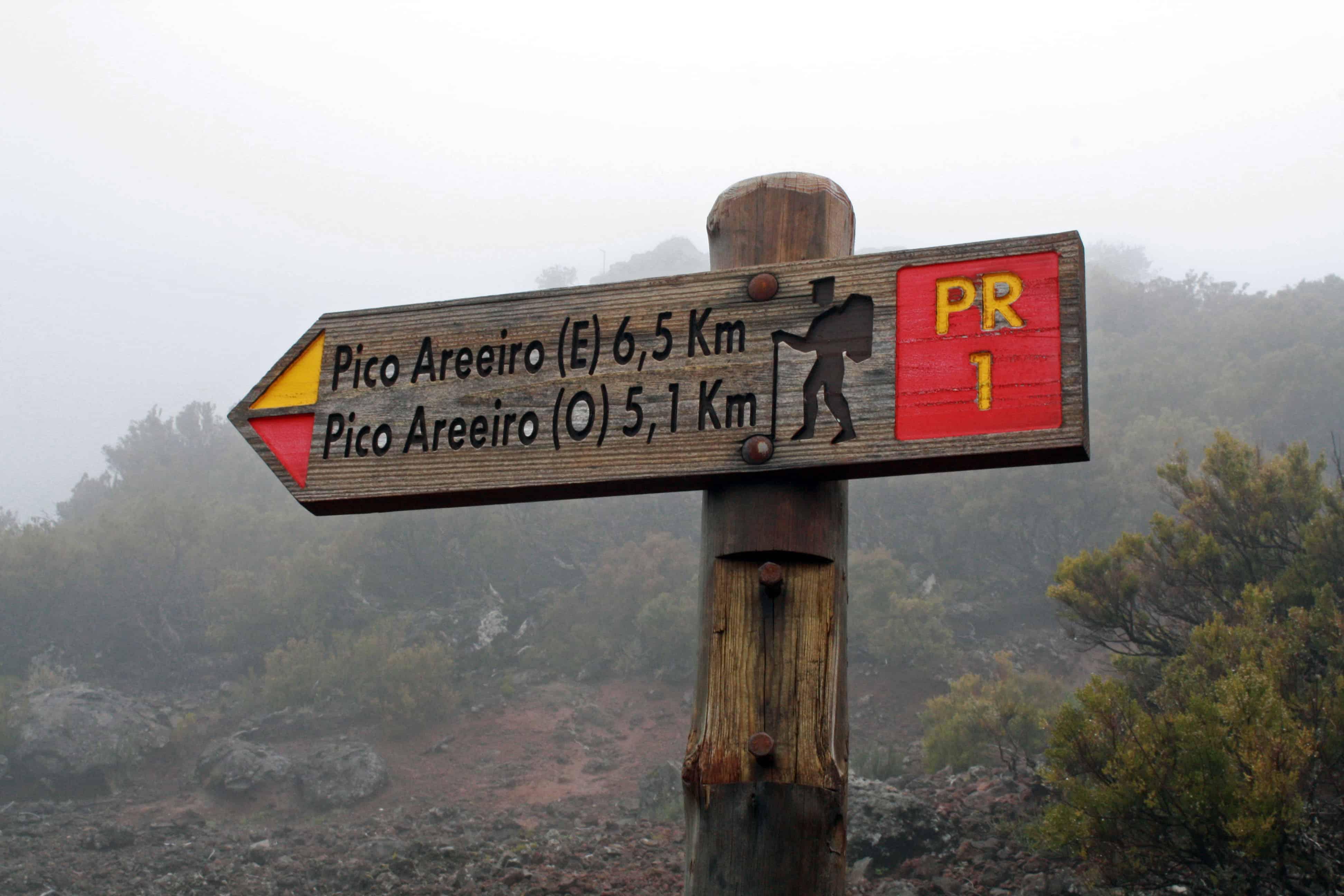 Pico do Arieiro signpost