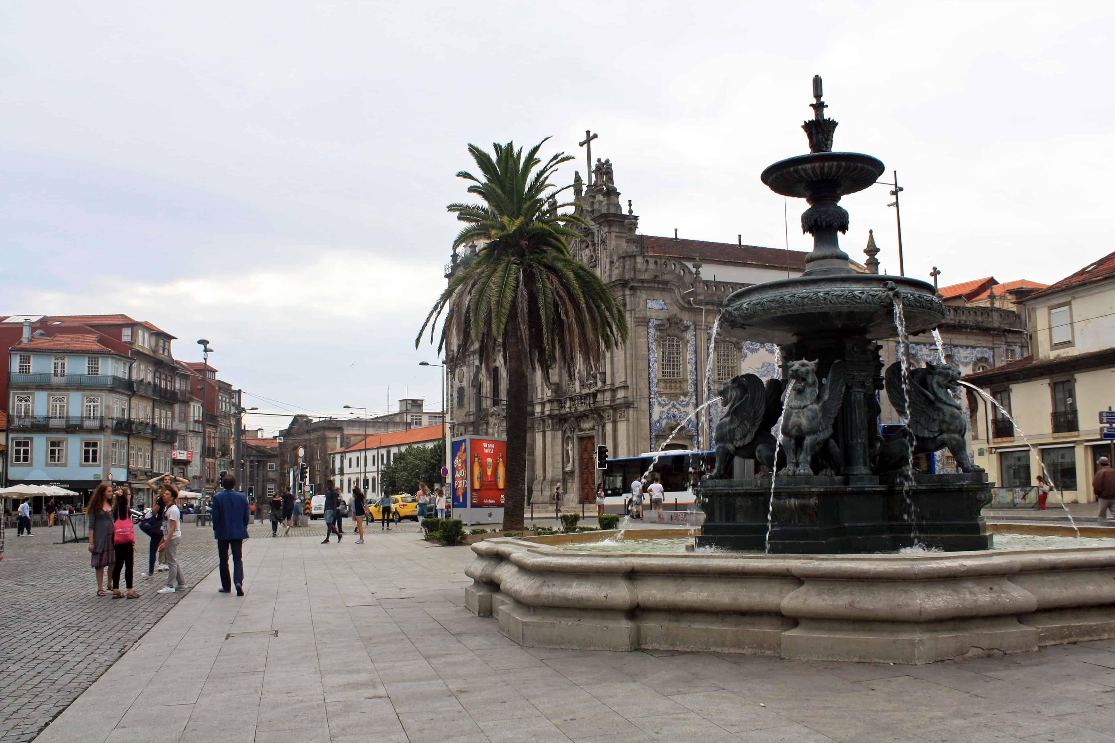 Fonte dos Leões in front of Igreja do Carmo Porto