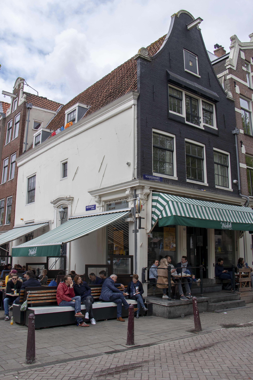 Winkel 43, Amsterdam outside