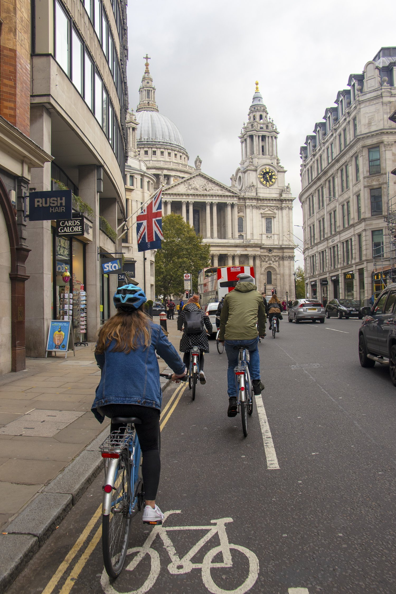 Cycling to St Paul's Cathedral on a London bike tour