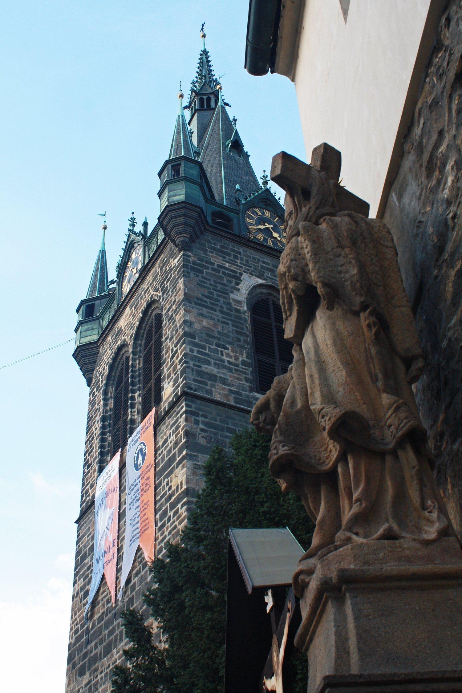 Jindrisska Vez and Jesus statue