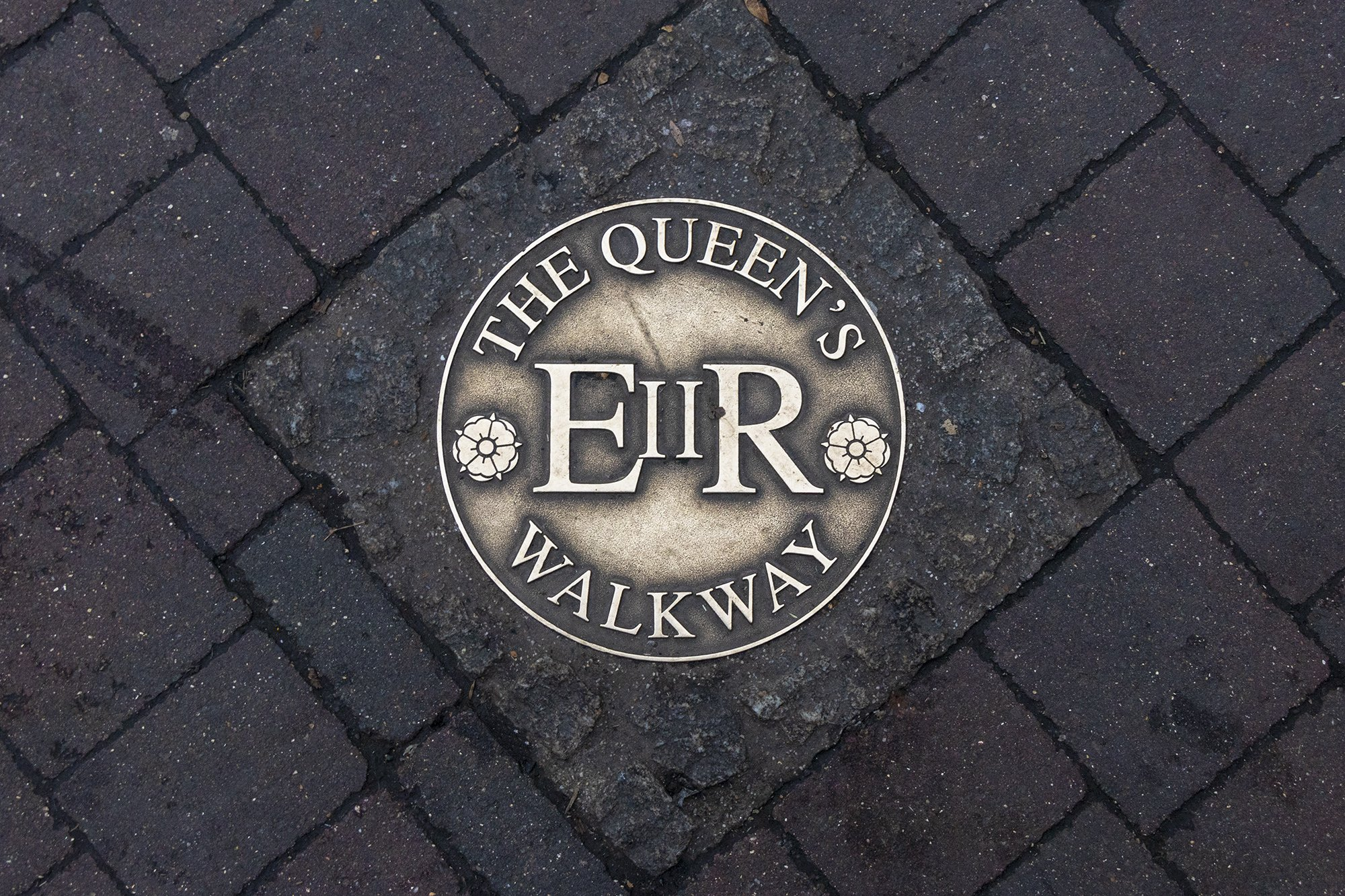 The Queen's walkway, Windsor marker