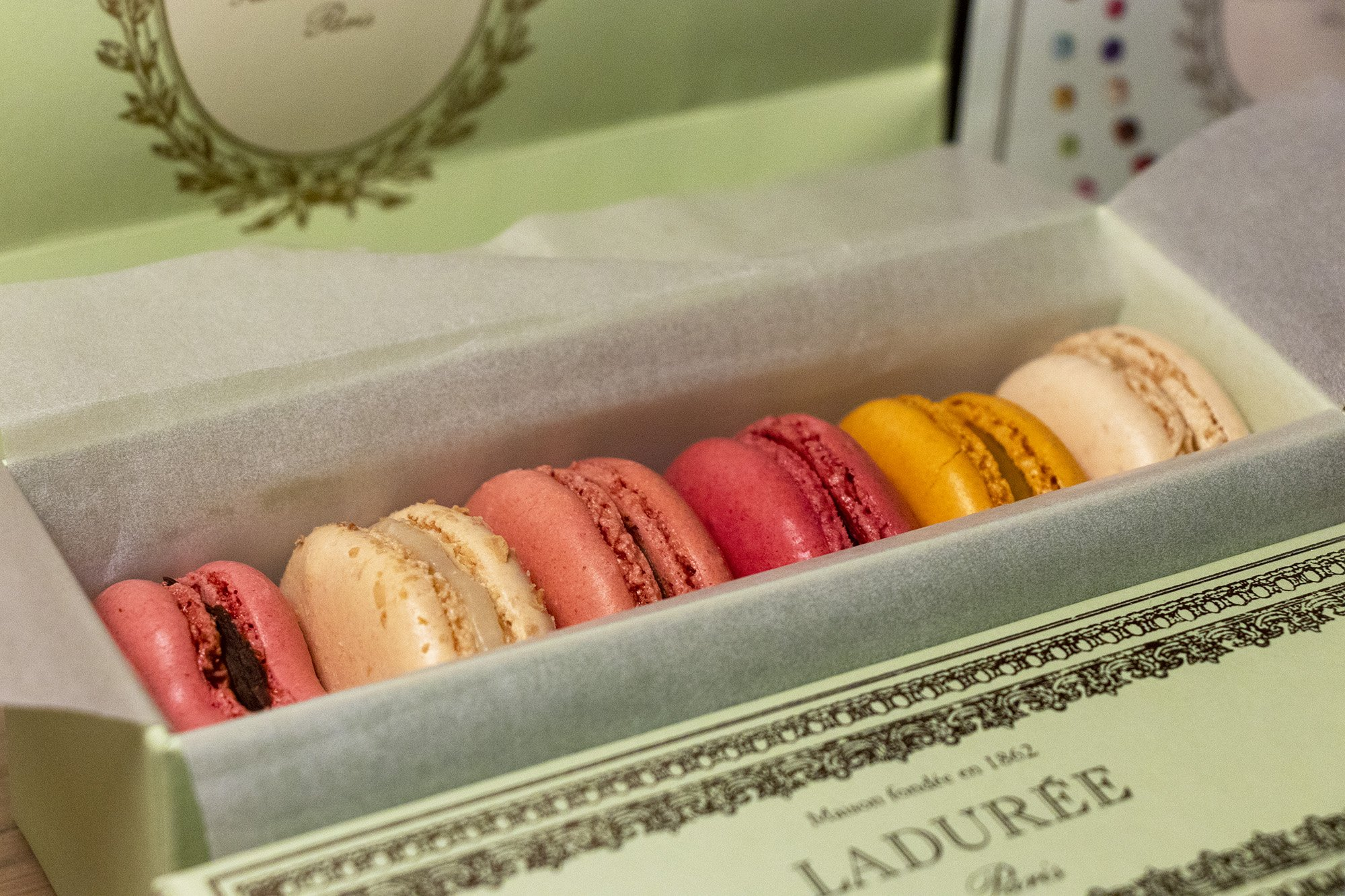 Laduree macarons box